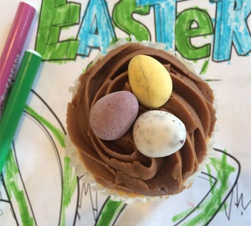 Easy Easter Cupcakes with Easter Eggs: http://munchnz.co.nz/2016/03/22/12104/