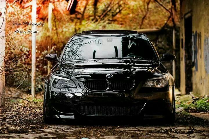 BMW E60 M5 black front stance fall