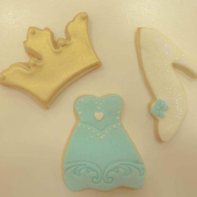 Também recebemos encomendas de biscoitos temáticos ❤ vem conhecer nossas coleções para colorir sua  festa  #cozinhadominichef #minichef #temcriancanacozinha #asanorte #brasilia #biscoitos #festa #aniversario #party #cookies #felizaniversario #happybirthday #colours #art #culinariainfantil #crianca  #chocolate #cinderela #princess #princesa #disney  #festademenina #flor #azul #encantos #vestido #moda #feitoamao