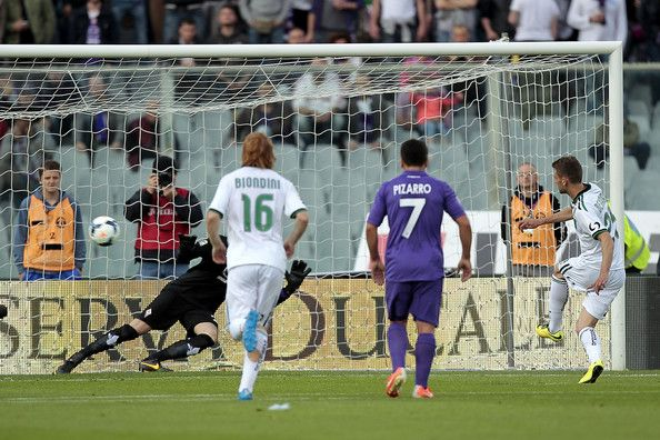 Domenico Berardi of US Sassuolo Calcio scores a goal during the Serie A match between ACF Fiorentina and US Sassuolo Calcio at Stadio Artemi...