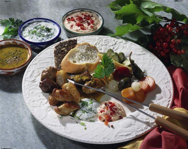 Unser beliebtes Rezept für Fleisch-Fondue mit raffinierten Soßen und mehr als 55.000 weitere kostenlose Rezepte auf LECKER.de.