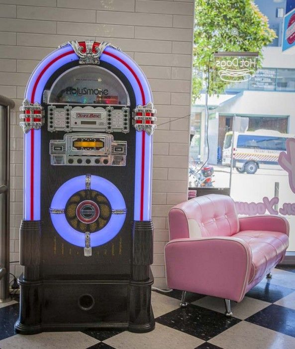More cool retro styling at Frostbite Frozen Yoghurt in Dee Why. Fab for families.