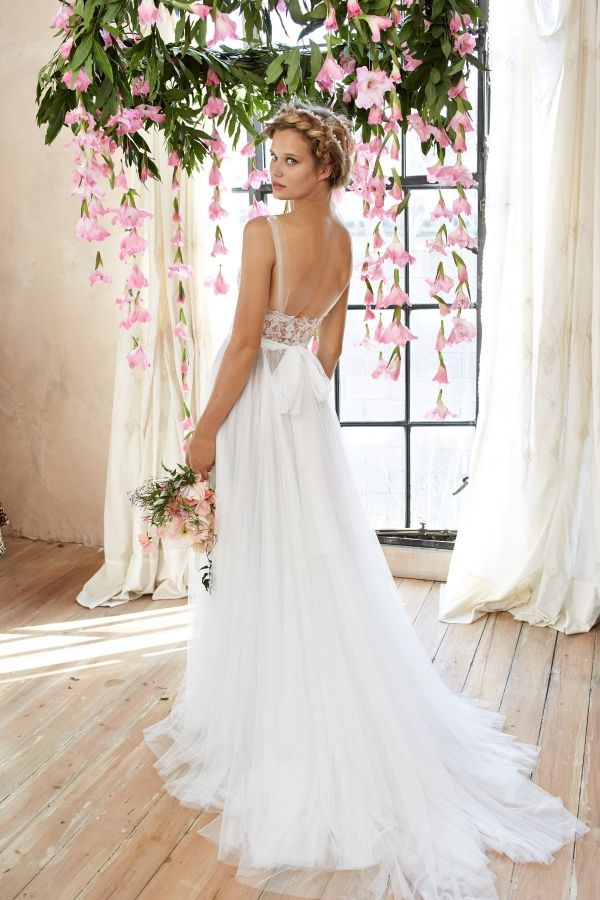 (Foto 22 de 37) Detalle de este delicado y sutil vestido de novia con espalda descubierta, Galeria de fotos de Trajes de novia bohemios para una boda campestre