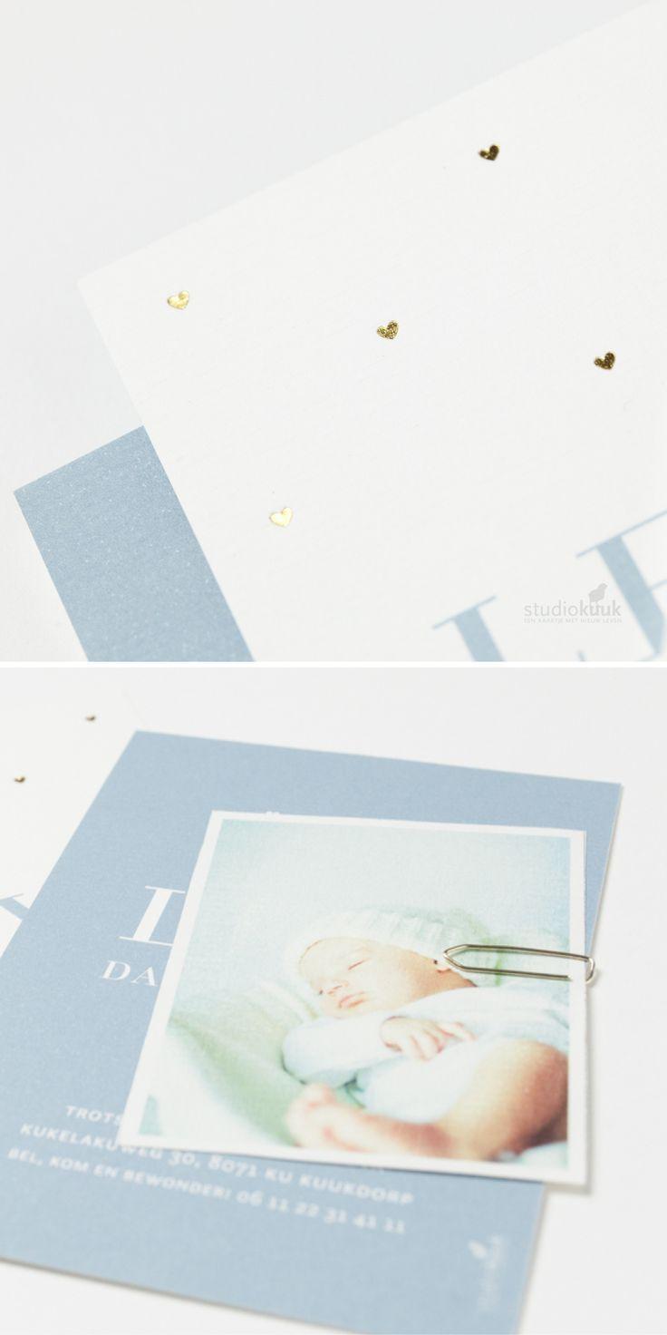 Lief geboortekaartje jongen met hartjes in goud(folie)! Ook in een meisjesvariant verkrijgbaar. Bekijk onze nieuwe collectie op onze website. #birthannouncement #goud #grafisch #uniek #stijlvol #eenvoudig #www.studiokuuk.nl