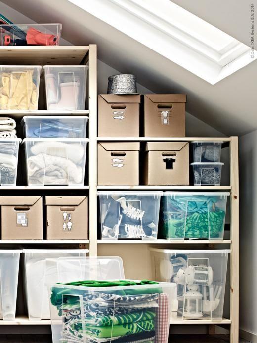 IVAR hyllsystem kommer i flera olika utföranden som kan anpassas efter ditt specifika utrymme och behov. SAMLA serie genomskinliga plastbackar kan staplas och är idealisk för utrymmeseffektiv förvaring. PAPPIS låda med lock.