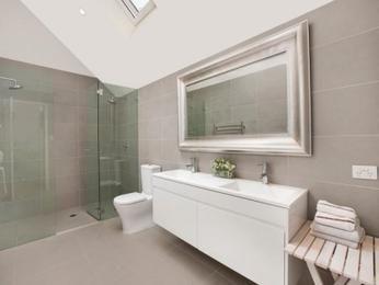 Modern bathroom design with twin basins using chrome - Bathroom Photo 654004