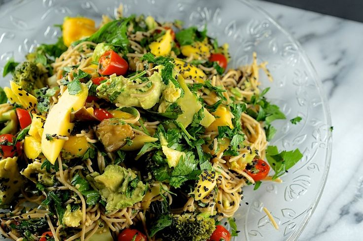 Sweet'n'sour soba noodles with mango, eggplant and broccoli