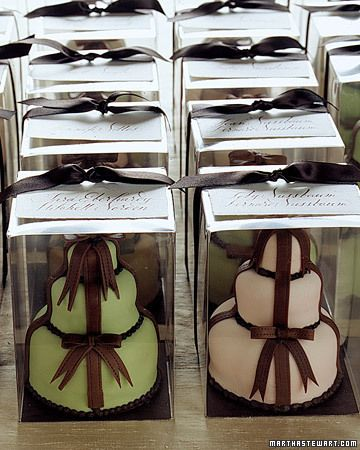 Mini Masterpieces Individual-size wedding cakes by Sylvia Weinstock were gifts for each couple.