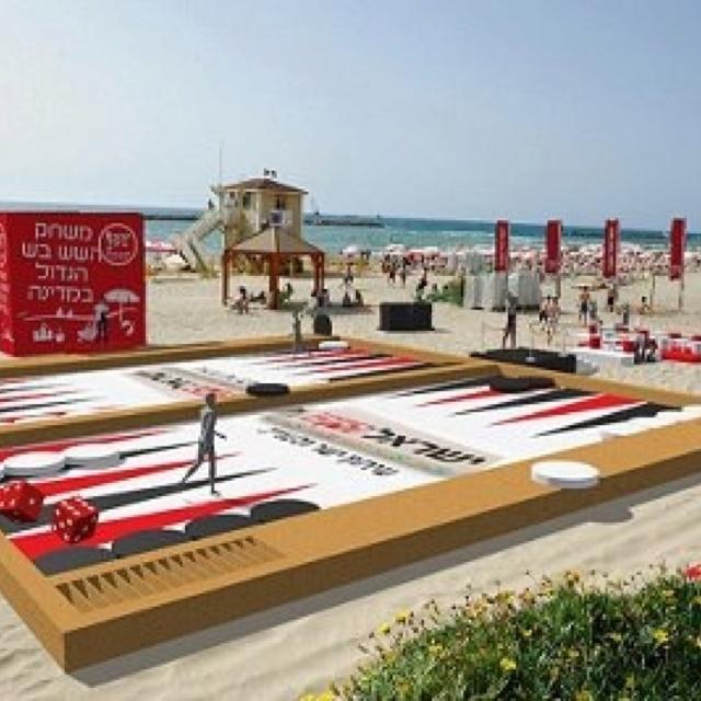 Beach Backgammon! Is it the largest backgammon board?                              online backgammon > on.fb.me/1869cF3