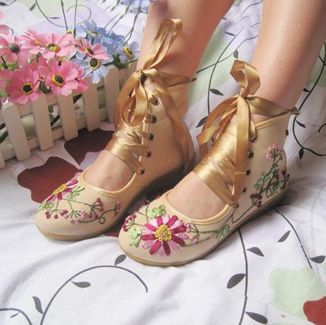 koakuma-jessy:    fawnanddoll: Maybe you can get blank converses and modify or  Big Buddha shoes