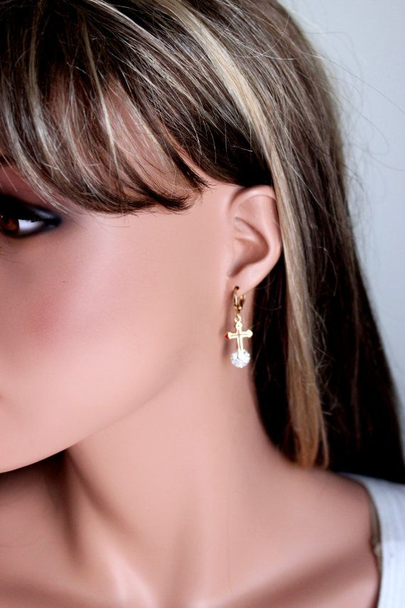 Gold Filled Kruis oorbellen Crystal van divinitycollection op Etsy