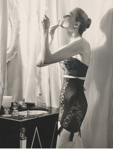WOW! An amazing new weight loss product sponsored by Pinterest! It worked for me and I didnt even change my diet! Here is where I got it from cutsix.com - Vintage beauty model in lingerie. Promotion make-up for women. #vintage #old #fashion