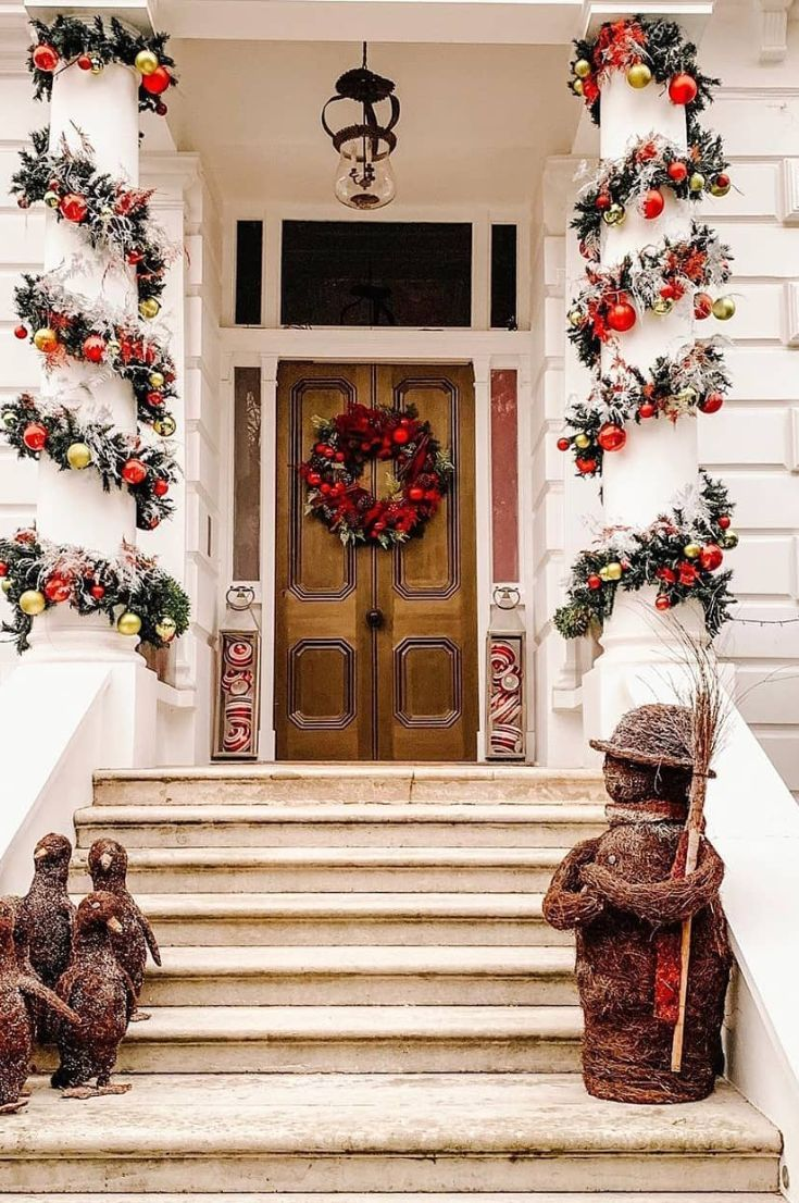 35 Free Stunning Christmas Front Doors Decoration Ideas New 2020 Page 29 Of 35 My Blog Christmas Front Doors Front Door Decor Christmas Door Hanger