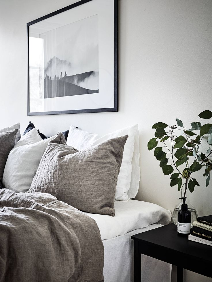Black & white print, grey linen sheets & black side-table | @styleminimalism