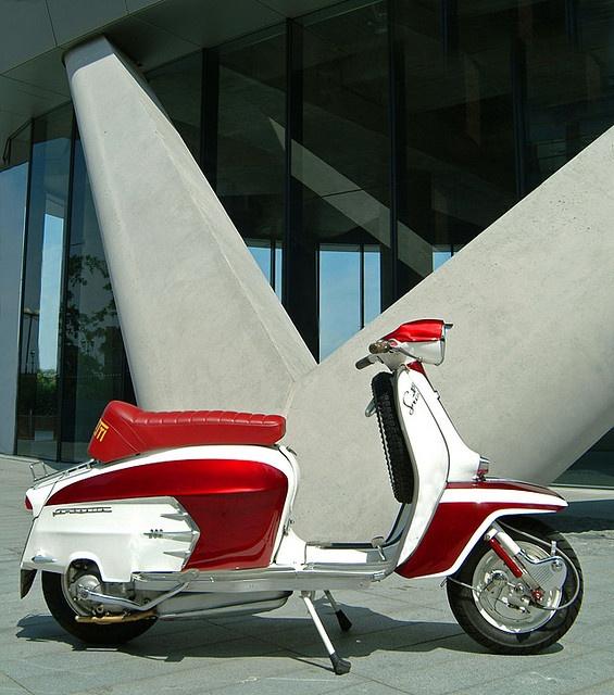 LAMBRETTA SX200 by FLUIDIMAGES