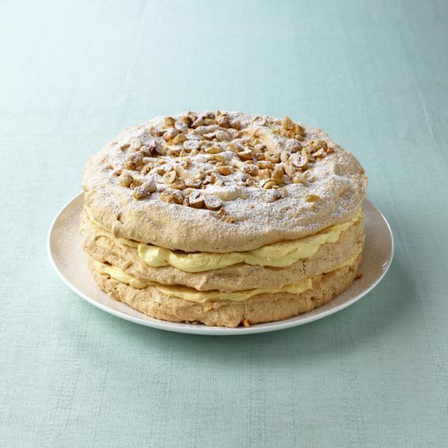 You have to try this Dutch hazelnut meringue cream cake recipe: Hazelnootschuimtaart