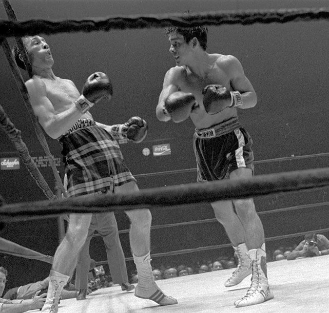 June 26, 1972 - Roberto Duran TKO 13 Ken Buchanan - Controversial Endings in Boxing History - Photos - SI.com