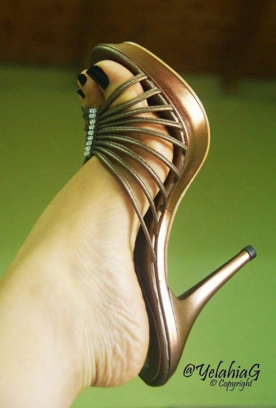Delicious female feet