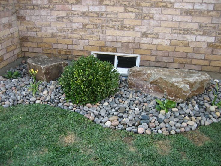 Best 25 river rock landscaping ideas on pinterest for Large low maintenance garden