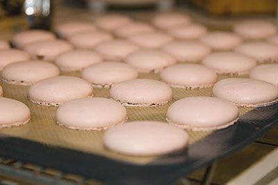 Found this almost fool proof macarons recipe via My Food Geek. I can't wait to try it!