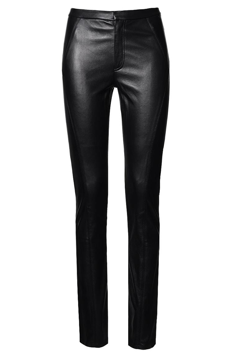 Figurbetont geschnittene Lederhose in Schwarz von Steffen Schraut. Aus reinem, elastischen Lammleder gefertigt.