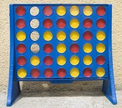 Forza 4 è un gioco da tavolo astratto inventato e prodotto dalla Milton Bradley nel 1974