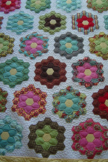 Grandmother's Flower Garden by Jessica's Quilting Studio, via Flickr -- cool quilting