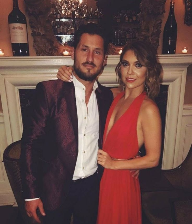 jenna johnson and val chmerkovskiy dating Dancing with the stars professionals val chmerkovskiy and jenna johnson announced their engagement june 14 after dating on and off for years.