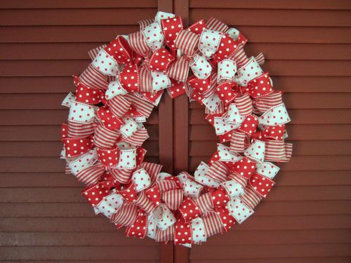 :-): Christmas Wreaths, Ribbons Bows, Holiday Wreaths, Bows Wreaths, Ribbons Wreaths, Christmas Ribbons, Christmas Holiday, Ribbon Wreaths, Diy Christmas