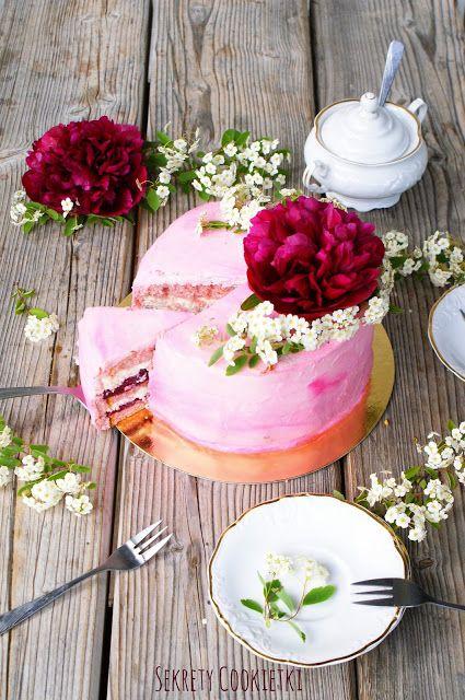 Tort różano-migdałowy