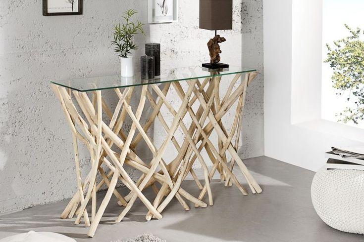 Konsola Driftwood to mebel, który przykuwa uwagę. Nowoczesna konsola ma blat z hartowanego, przezroczystego szkła, który wsparty został na niepowtarzalnej konstrukcji wykonanej z drewna teakowego.