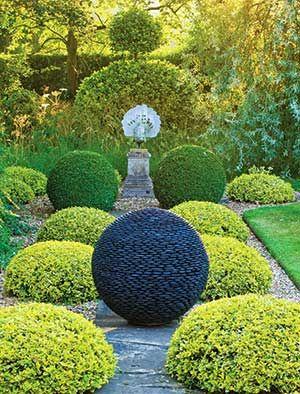 Planeta întunecată.  STELE CĂZĂTOARE  Planeta întunecată sferă de grădină este făcută de la sute de pietre neregulate puddle negre, cu migală fixate împreună pentru a forma un tot unitar. Astfel, natura brută este transformată în geometrie, creând o piesă de teatru între tactil și vizual.  La amurg, lumina pătrunde prin fisurile dintre pietre, luminoase de bază întuneric Planet pentru un efect dramatic.