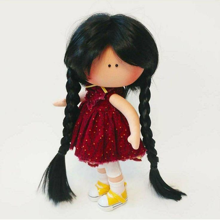 """652 Me gusta, 1 comentarios - КОРОЛЕВСТВО КУКОЛ №1 (@shopkukla) en Instagram: """"Продана. ИГРОВАЯ❗ кукла. 5500 (доставка включена) ____________________________ Одежда вся съемная.…"""""""