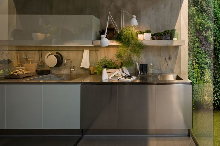 Gamma Outdoor in the completely stainless steel version. For better resistance to the elements, the Arclinea outdoor range also uses a marine ply carcass, AISI 316 stainless and worktops in Quarzo Tech.  #kitchen #arclinea #design #interiordesign #home #architecture #architect #madeinitaly