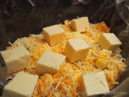 How to make mac and cheese in the slow cooker with EASY cleanup. Kid-friendly recipe!