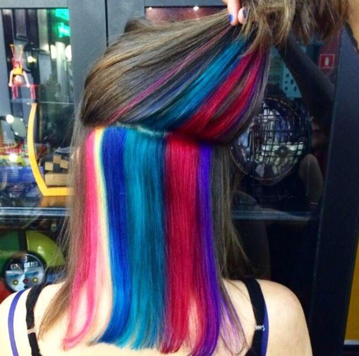 Já dizia a rainha Xuxa: Vou pintar um arco-íris de energia! 😉🌈 E a gente pintou!! Esse efeito rainbow hair foi feito pela hairstylist do Circus Pamplona, Pree Silva e equipe ✂️🎪 #circushair #hiddenrainbowhair #circuspamplona #rainbowhair #colornocircus #beleza