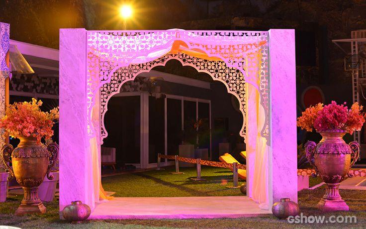 O portal que levam os brothers a festa remete aos castelos da Índia