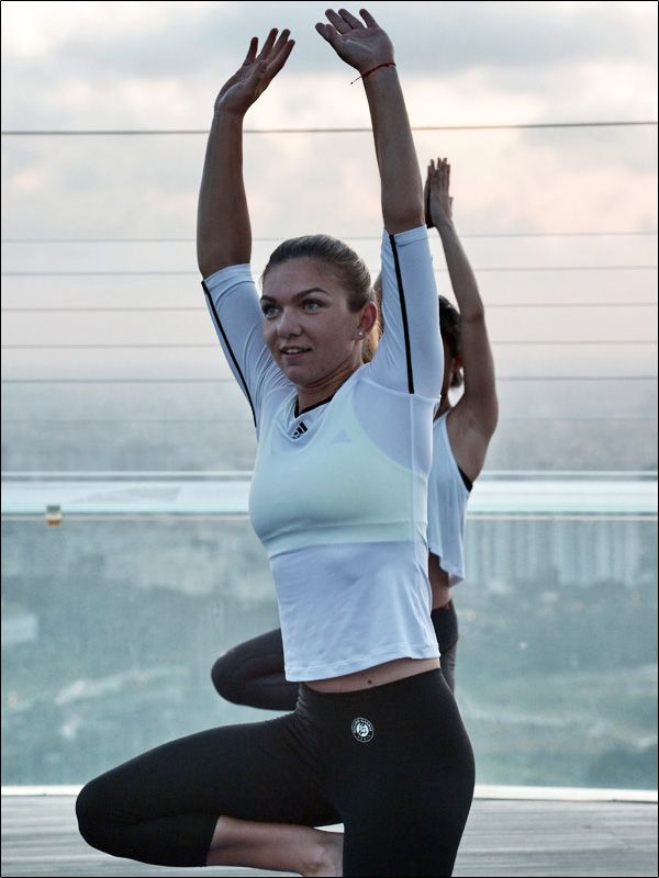 Simona Halep Does Yoga In Singapore