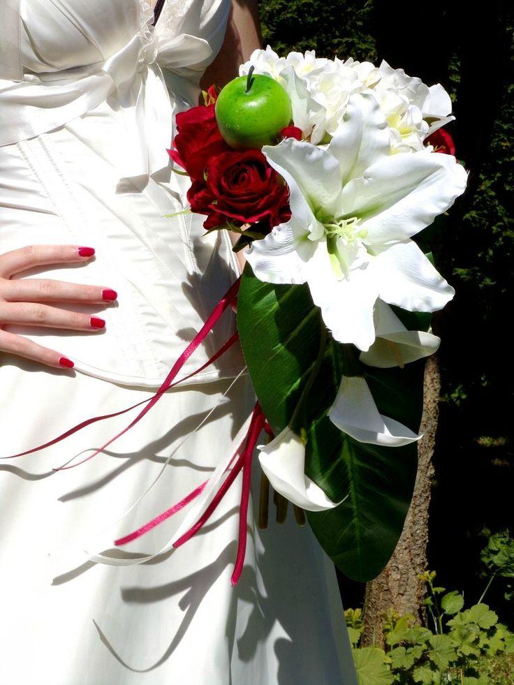 Bouquet de mariée cascade bordeaux blanc 3