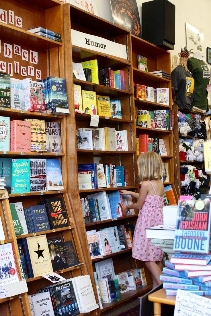 Sommar är för de flesta synonymt med semester och för mig är semester ofta synonymt med läsning. Idag tipsar jag om några riktigt bra böcker som jag tycker att du ska köpa eller låna i sommar. Oavs…