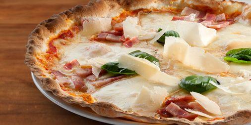Si por algo es conocida la ciudad de #Parma es por su #jamón y su queso #parmigiano. Pero no hace falta que viajes hasta allí. Disfrútalos en nuestra pizza #Parma.   http://www.latagliatella.es/menu/le-pizze-pizzas/