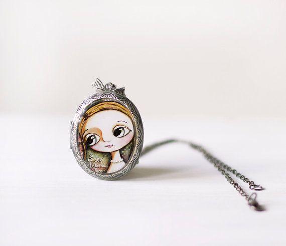 Locket pendant art big eyes mixed media Collana ciondolo contenitore, arte occhi grandi by Margherita Arrighi