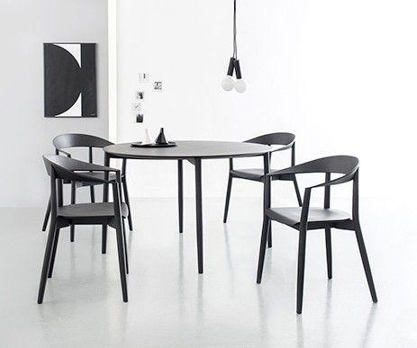 Designerski stół Mito zaprojektowany przez Pascala Bosettiego.