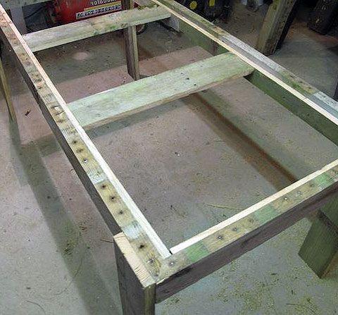 Как сделать стол из поддонов (7)