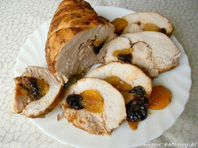 Świąteczny indyk pieczony ze śliwkami suszonymi i morelami