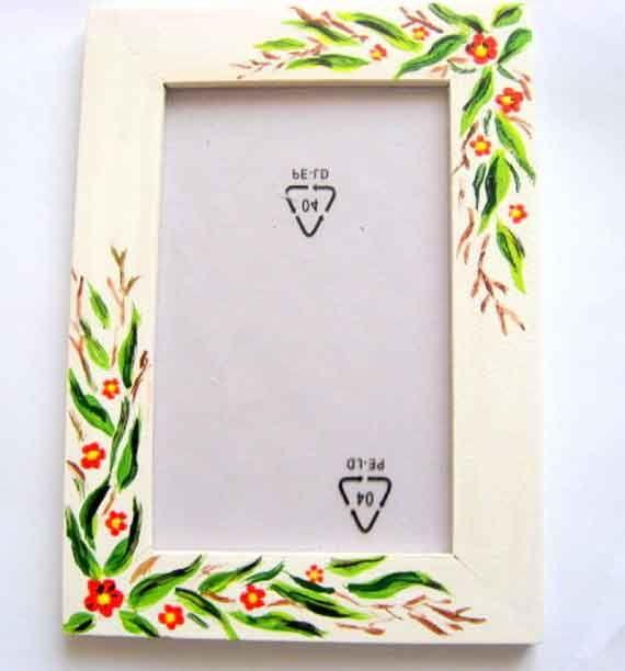#Rama cu #model #floral, #flori #stilizate #culori #pastelate, rama #lemn. Un #articol din categoria produselor pentru #casa / pastrare #amintiri. Are ca #design un model floral / flori stilizate in #culorile: #rosu, #galben, #verde, #vernil si #maro.  http://handmade.luxdesign28.ro/produs/rama-cu-model-floral-flori-stilizate-culori-pastelate-rama-lemn-15412/