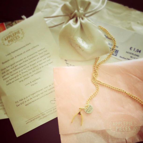 From a lucky Leonie :) #goodluck #applepiepieces http://applepiepieces.com/shop/nl/big-wishbone-ketting-gold.html