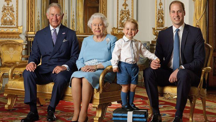 Prinssi Charles, kuningatar Elisabet II, prinssi George ja prinssi William. Kuva: RANALD MACKECHNIE / ROYAL MAIL /.