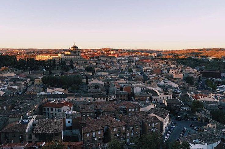 Hoy nuestro repost es para esta bonita fotografía de nuestra ciudad vista a través de los ojos de nuestro querido @gastonoliva.  Recordad etiquetar vuestras fotos con #igerstoledo!!! #SomosInstagramers #igersspain #Toledo by igerstoledo