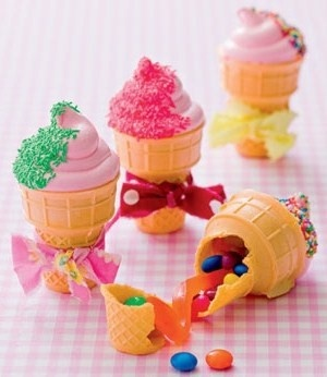 Kid Recipes - Diy ideas for party snacks, desserts, favors & treats. Fill ice cream cones with candy & top with meringue cookies.